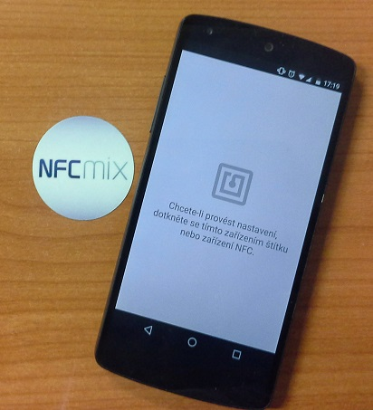 Přiložíme telefon k NFC tagu